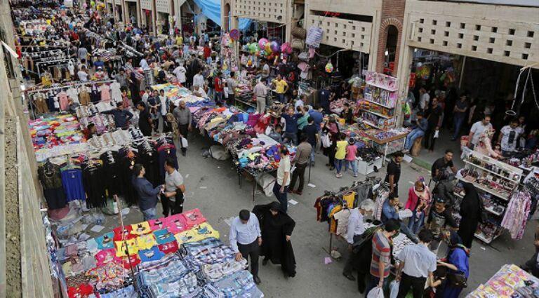 خبرنگاران شماری از بازاریان مجتمع های تجاری گناوه خواهان بازگشایی مغازه ها شدند