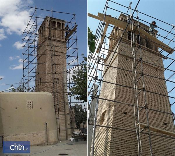 شروع بازسازی بادگیر آب انبار محله تاریخی پنجاهه در نایین