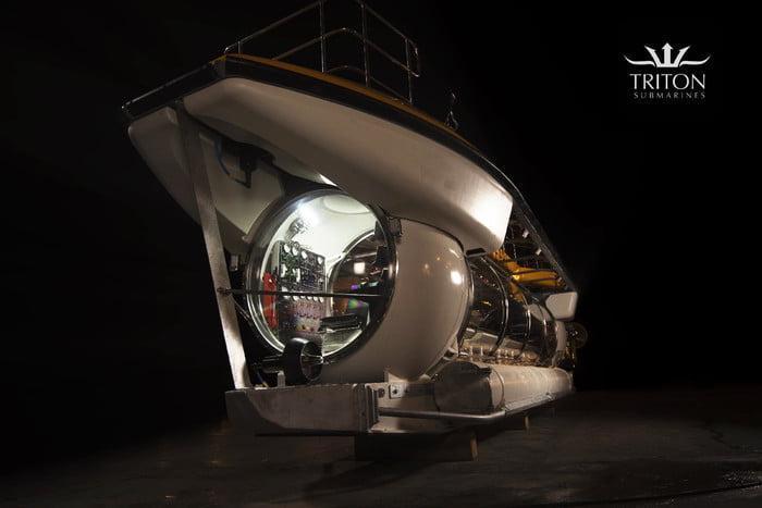 دید 360 درجه مسافران در زیردریایی الکتریکی