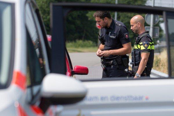 انحراف یک خودرو به درون کافه ای در هلند، راننده بازداشت شد