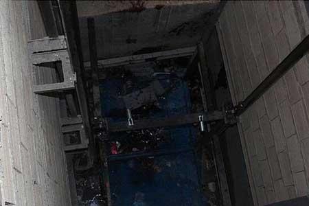 سقوط مرگبار در چاله آسانسور