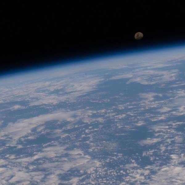 زمین و ماه در یک قاب (