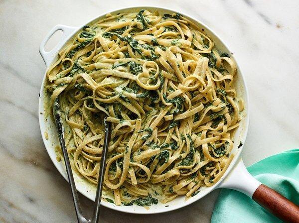 3 روش طرز تهیه اسپاگتی اسفناج با مرغ و پنیر و قارچ