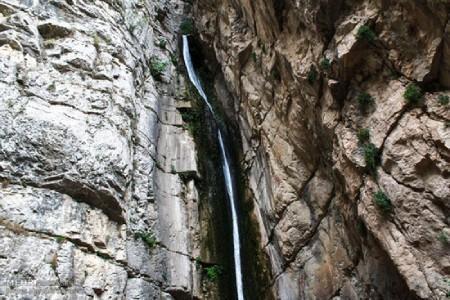 آبشار آق سو؛ طبیعتی شگفت انگیز در دل جنگل های گلستان