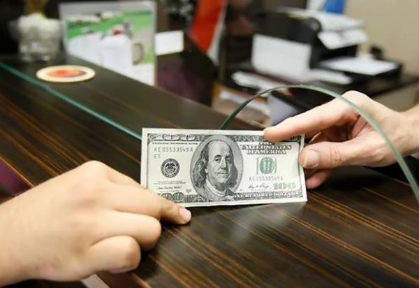 یورو بالا رفت، دلار عقب نشینی کرد