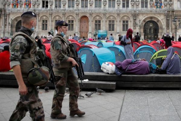 پلیس فرانسه مرکز پاریس را از مهاجران پاکسازی کرد