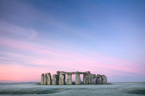 آثاری باستانی که به گمان عده ای از مردم به وسیله فرازمینی ها ساخته شده اند